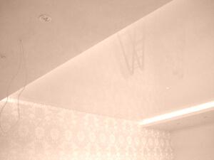 Глянцевые натяжные потолки в доме